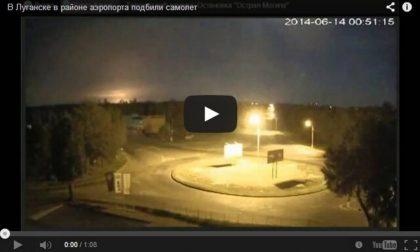 Il video dell'aereo militare abbattuto in Ucraina