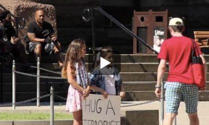 «Abbracciate il terrorista» Un video che commuove