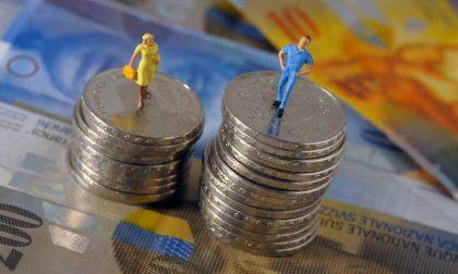 Pagare le donne come gli uomini migliora l'economia (ed è pure ora)