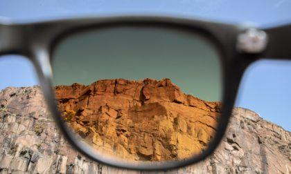 Occhiali da sole, tra legno leggero e colorati filtri sulla realtà