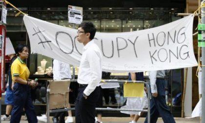 A Hong Kong la gente protesta e la Cina schiera l'esercito