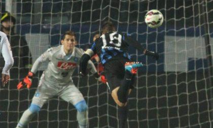 Gol di Denis e Higuain, Sportiello para il rigore: 1-1