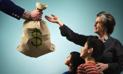 I ricchi tagliano sulla beneficenza (chi ha meno, invece, dà di più)