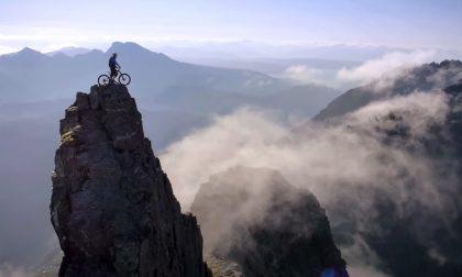 Il video del ragazzo che ha scalato una vetta con la mountain bike