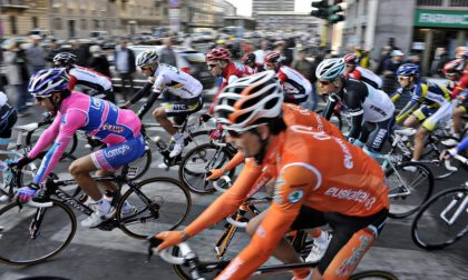 Giro di Lombardia 2020: la partenza da Bergamo, sul Sentierone