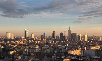 """Quanti """"grattanuvole"""" a Milano Una mostra sulla città che sale"""