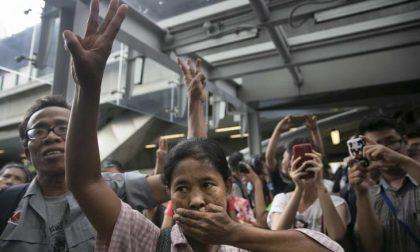 Tre dita che cantano la rivolta E Bangkok oscura Hunger Games