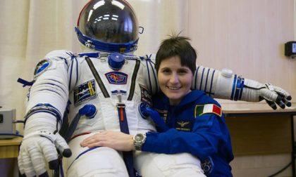 Ma quanto è brava Samantha che domenica va nello spazio