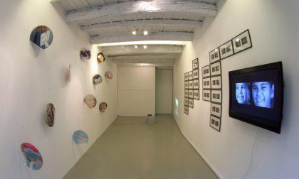 La galleria (in) Via Moroni Sedici Per artisti giovani, in ogni senso