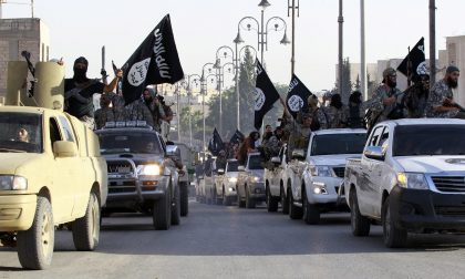 Rivolte in seno allo Stato Islamico A Raqqa tornano bandiere siriane