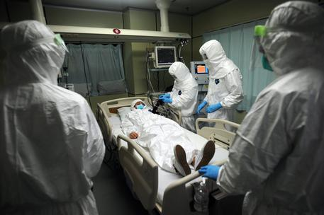Medical staff hold an exercise dealing with an Ebola emergency in China