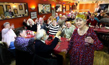 «A Natale non si sta da soli» così Betty offre la cena a tutti