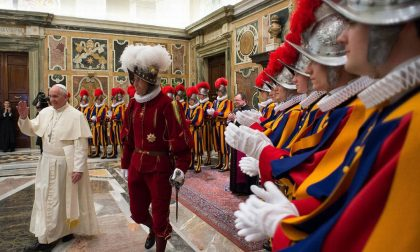 Perché il Papa ha congedato il capo delle Guardie Svizzere
