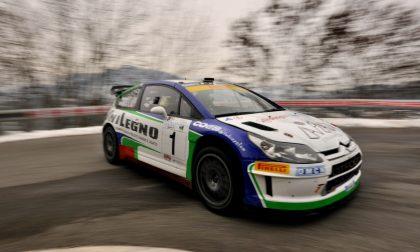 Gli oltre 100 equipaggi di rally che si sfidano sulla Nembro-Selvino