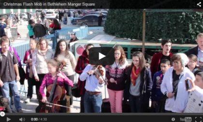 Un violino e ragazzi che cantano A Betlemme è subito incanto