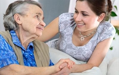Per i giovani disoccupati c'è il mini servizio civile: sei mesi di contratto per sostenere gli anziani