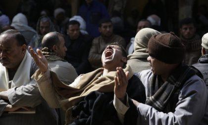 L'Egitto bombarda la Libia Renzi: «Non è tempo di intervenire»