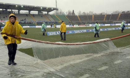 Quelli del cellophane anti-pioggia e gli striscioni allo stadio