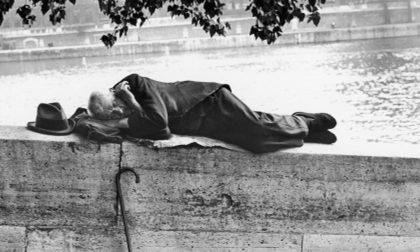 La Francia sta perdendo la casa e va in albergo per una notte