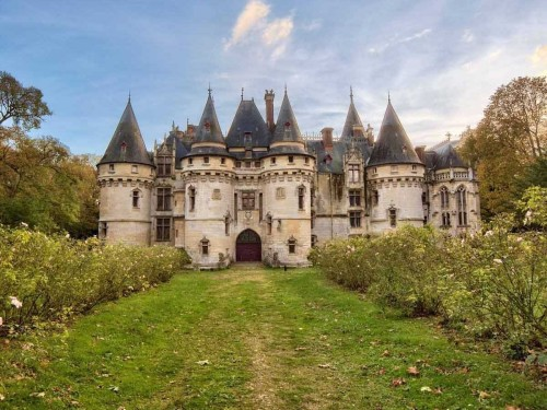 the-spectacular-le-chteau-de-vigny-is-a-real-chteau-or-french-manor-house