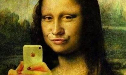 """La """"nobile arte"""" dei selfie che ora si insegna pure a scuola"""