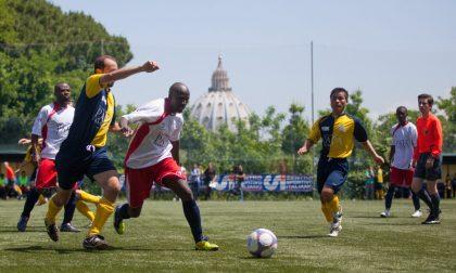 Il papa ai preti calciatori: «Non chiudetevi in difesa»