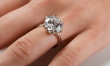 La curiosa e romantica storia dell'anello di fidanzamento