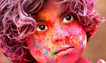 India e dintorni, le belle immagini della colorata festa di Holi