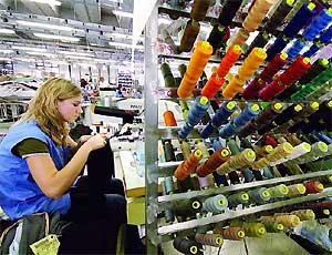 La crisi colpisce anche l'azienda tessile Albini: uscita volontaria per 35 lavoratori