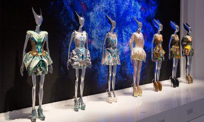 La «bellezza selvaggia» della moda Il genio di McQueen in mostra