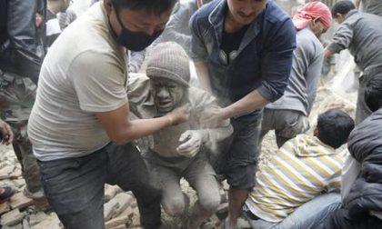 Terremoto in Nepal, migliaia i morti «Strage al campo base sull'Everest»