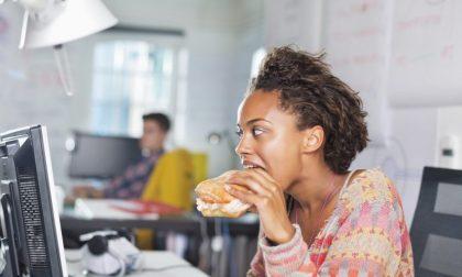 Consigli per spuntini salutari da gustare sul posto di lavoro