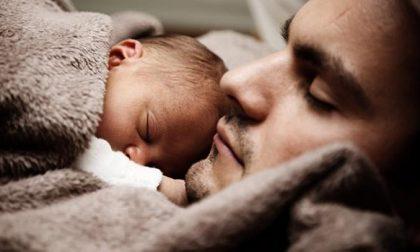 Sempre più padri in congedo per accudire i figli neonati