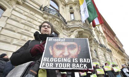 Le 1000 frustate al blogger Raif che svelano le paure saudite