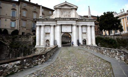 Porta San Giacomo, iniziata la demolizione della scaletta. Al suo posto una rampa