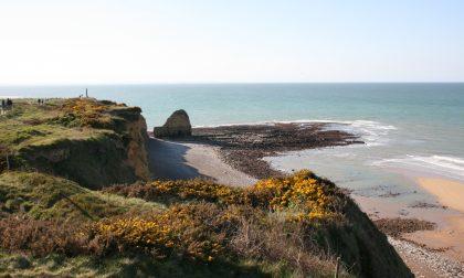 Sabbia e crateri, croci e silenzio In Normandia per capire la guerra