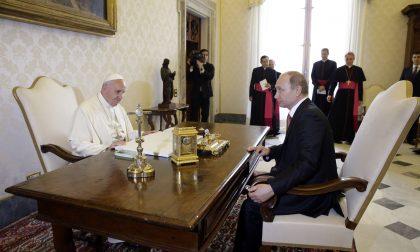 La mano tesa del Papa a Putin e l'interesse di Roma per l'Est