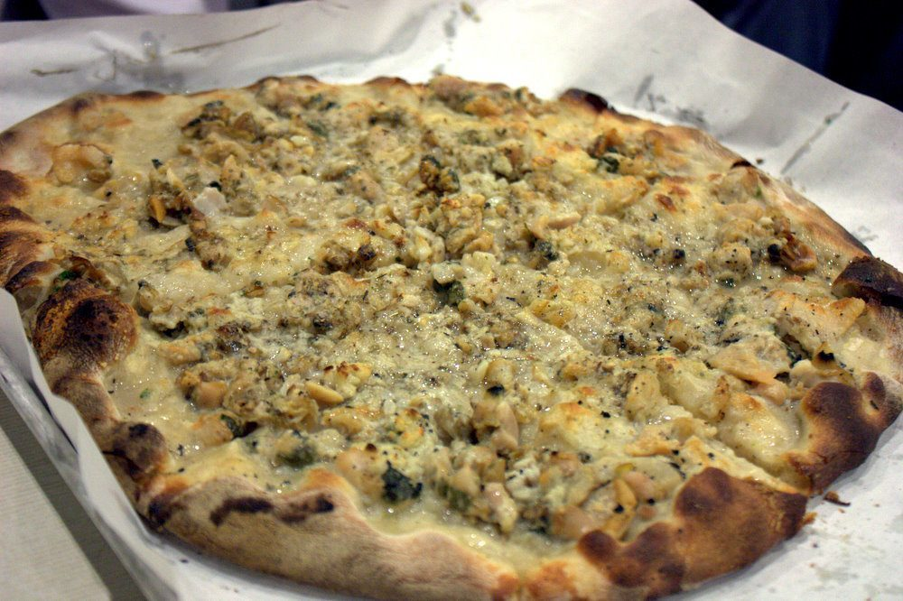 frank-pepe-white-clam-pizza-krista-cc-by-21