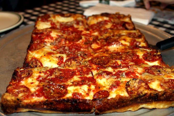pizza detroit style