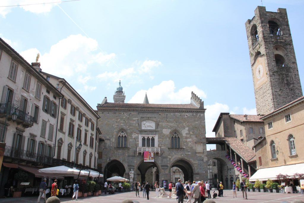 Piazza Vecchia 01