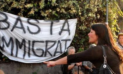 Identikit dello xenofobo italiano (Così dice di pensarla sui migranti)