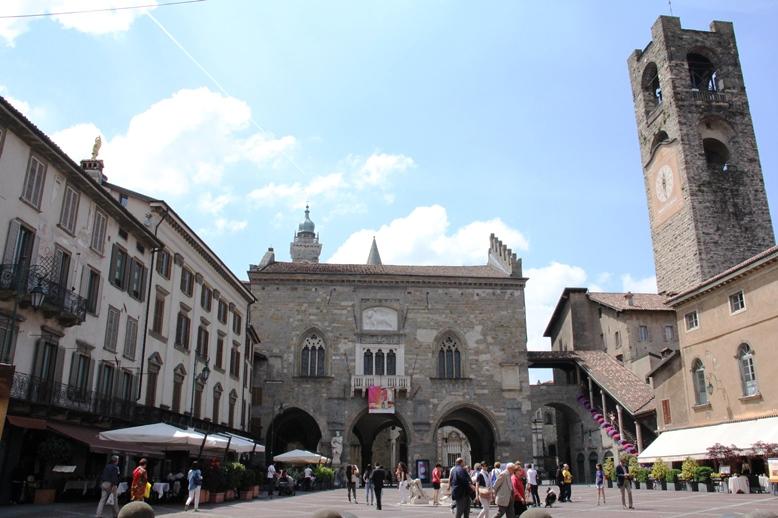 02_Piazza Vecchia