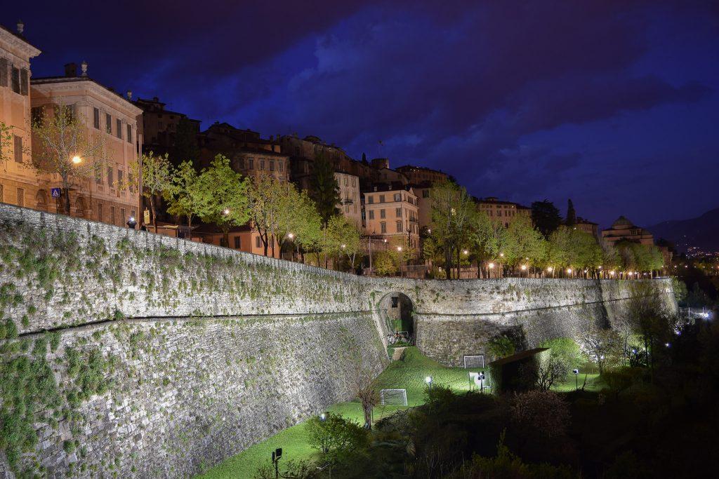 Le Mura di notte - Luca Caslini