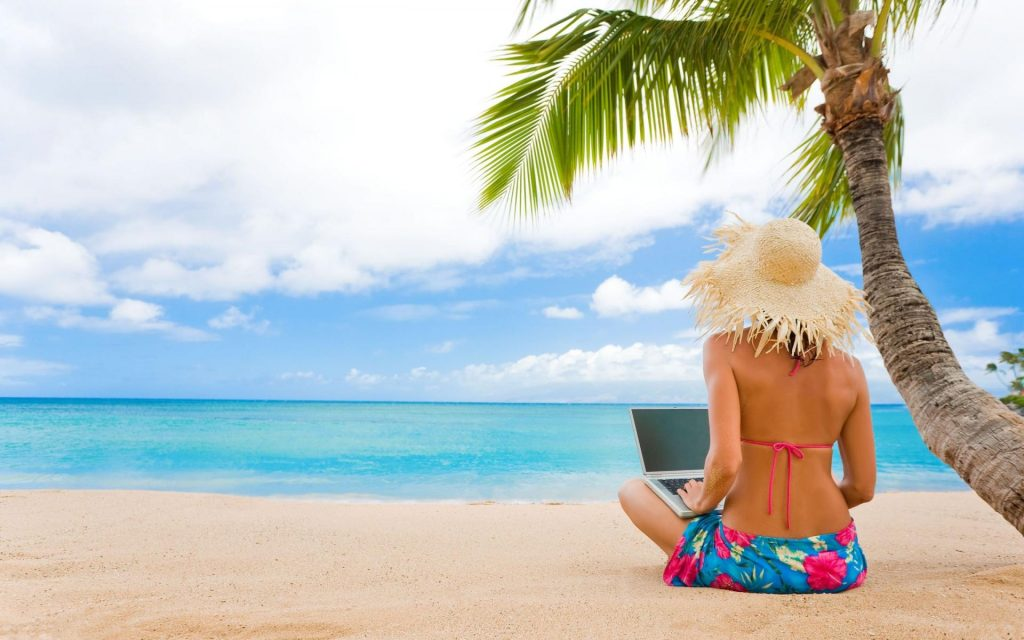 3227_Girl-on-the-beach-with-her-laptop