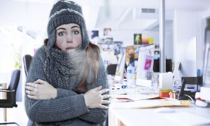 Perché le donne in ufficio gelano quando si accende il condizionatore