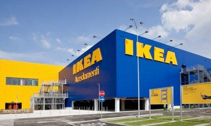 Quando è meglio andare all'Ikea? La sera (salva anche i matrimoni)