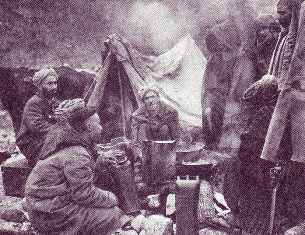 Militari_marocchini_inquadrati_nell'esercito_francese_accampati_nei_pressi_di_Monte_Cassino