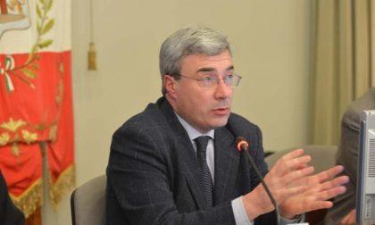 L'ex sindaco Beppe Pezzoni (che per anni ha insegnato senza laurea) rifiuta la cattedra al liceo Weil