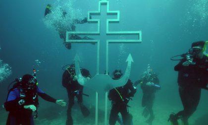 Crimea, ecco la chiesa sott'acqua  (Sostenuta dai motociclisti di Putin)