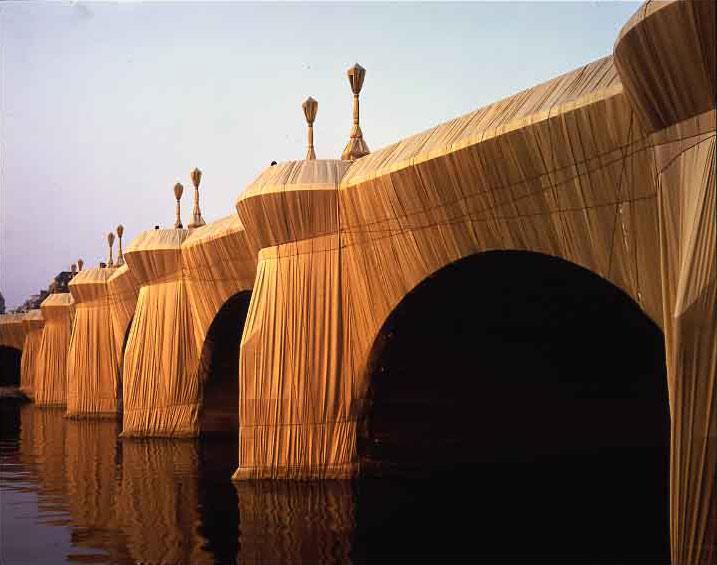 Christo-e-Jeanne-Claude-impacchettamento-Pont-Neuf-Parigi-settembre-1985